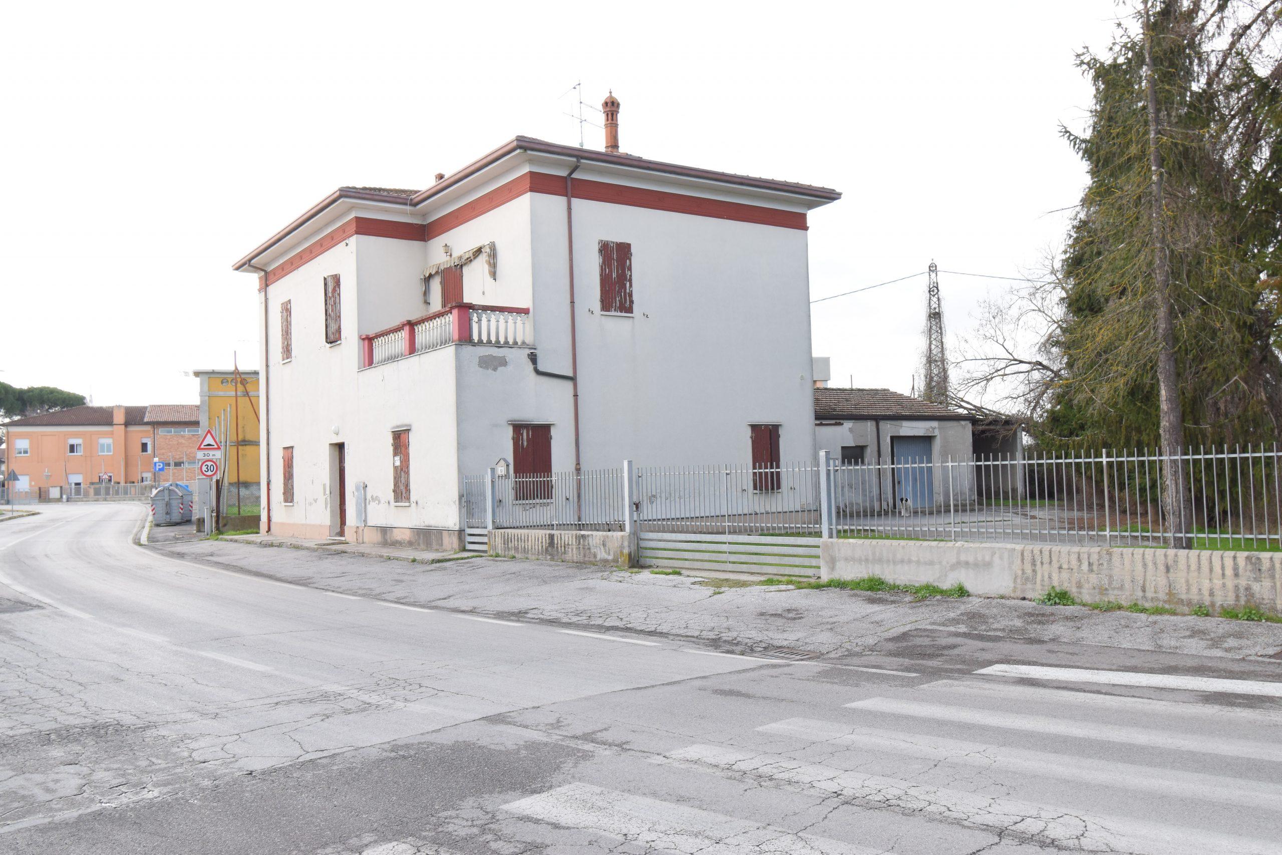 Gambettola centrale, Casa indipendente con laboratorio Rif.C155